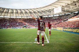 Jogador Diego cobrando escanteio no Maracanã