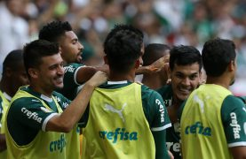 Palmeiras comemorando gol