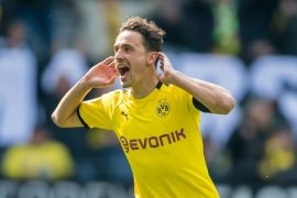 Borussia Dortmund busca vencer o líder
