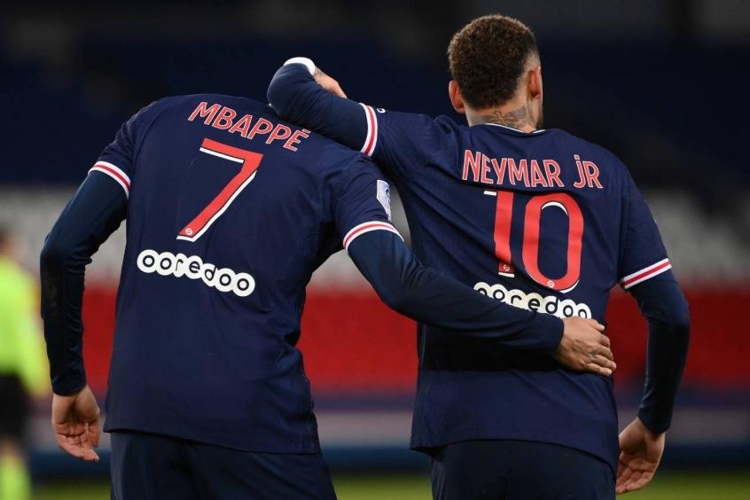 Mbappe e Neymar no PSG.